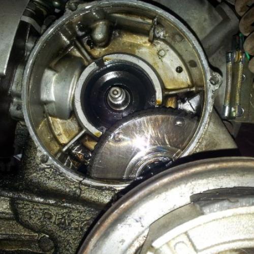 Motor mit ausgebauter Kupplung
